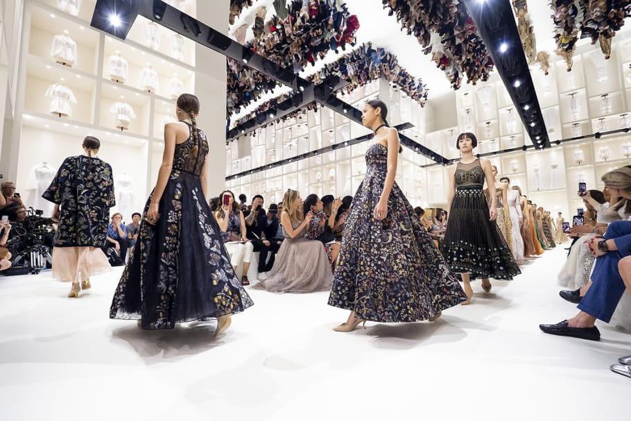 Ode à l'atelier et au savoir-faire chez Christian Dior haute couture