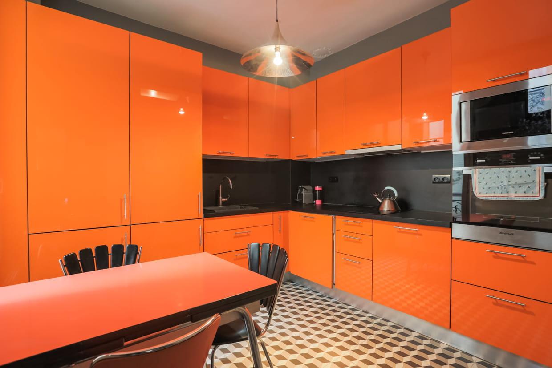 Cuisine orange et noir