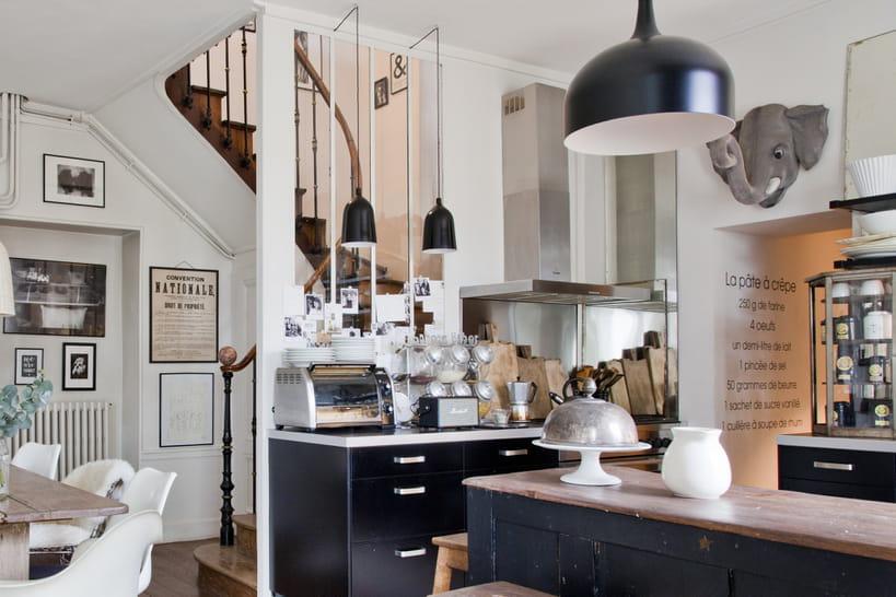 Une verrière dans la cuisine pour une pièce semi-ouverte