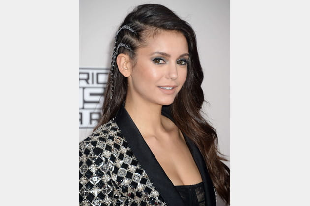 Le side-hair tressé de Nina Dobrev