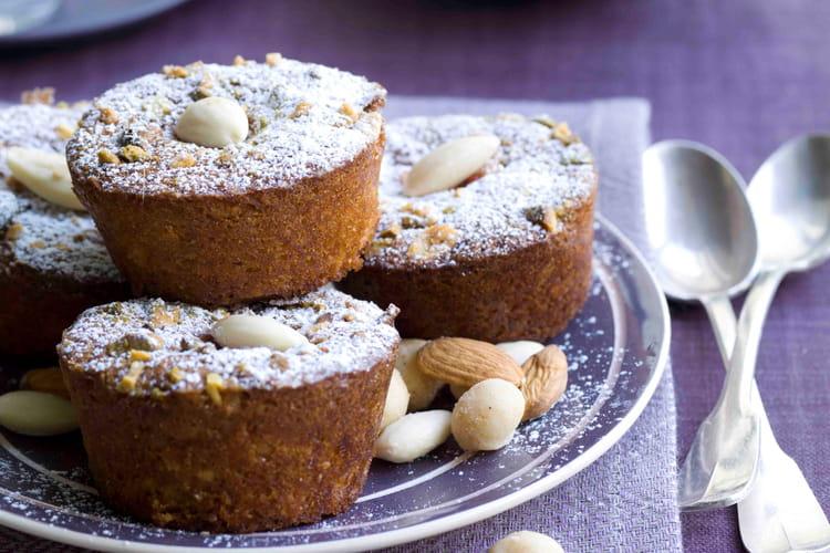Mini muffins croquants à la framboise, aux amandes concassées et noix