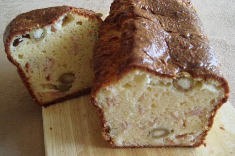 Cake aux olives et dés de jambon