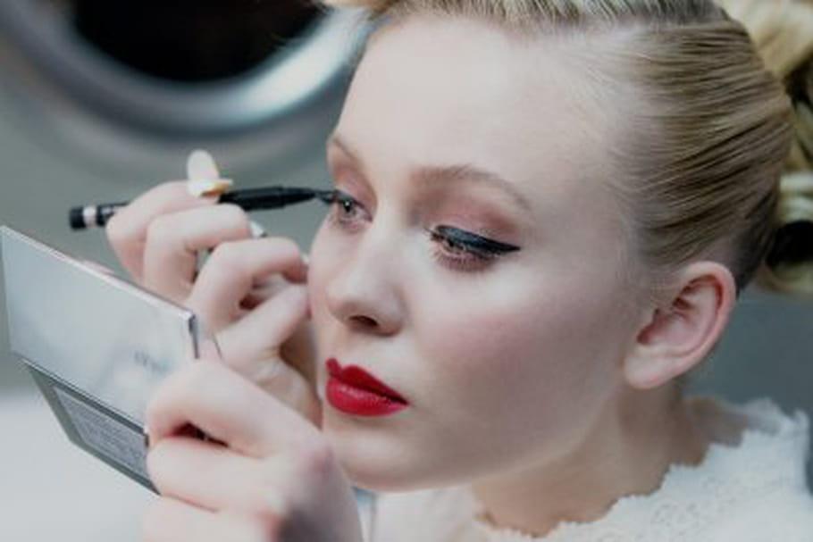 Clinique s'associe à Zara Larsson pour une vidéo make-up interactive