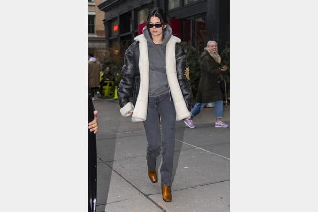 Kendall Jenner en manteau peau lainée oversize