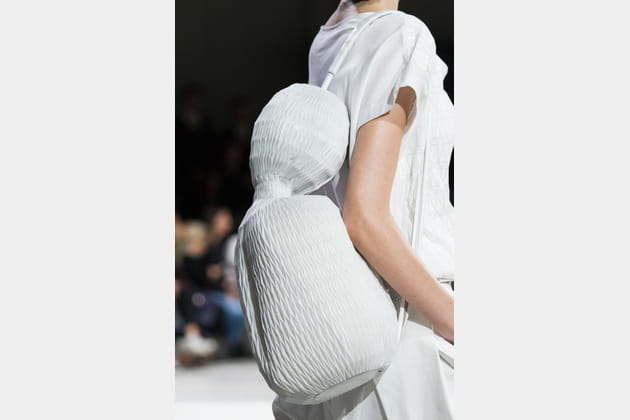 Le sac difforme du défilé Issey Miyake