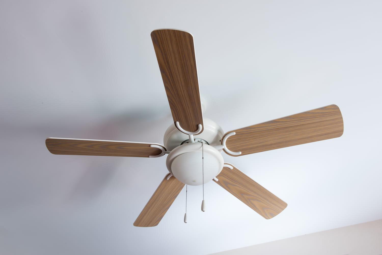 Installer et fixer un ventilateur de plafond