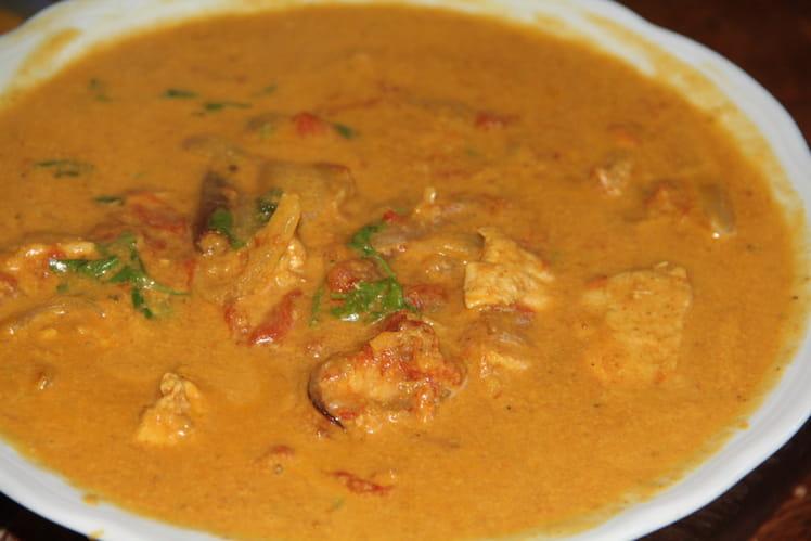 Poulet au curry,tomates et lait de coco