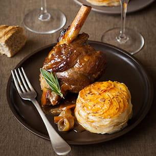 souris d'agneau braisée au cidre et confite aux épices et tian de pommes de