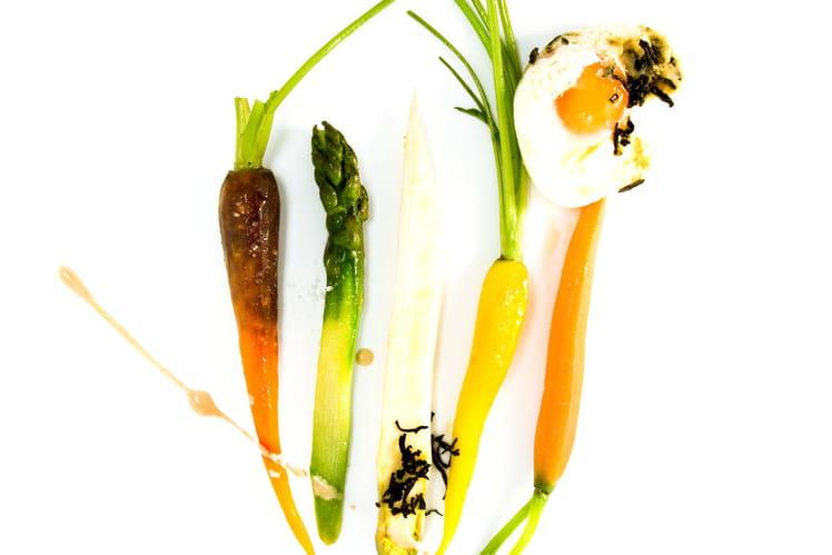 Oeufs pochés au thé fumé, petits légumes rôtis