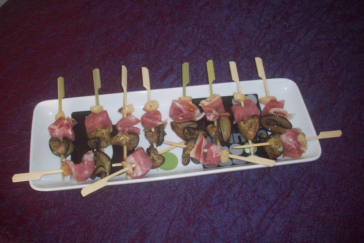 Brochettes apéritives au jambon et aux aubergines