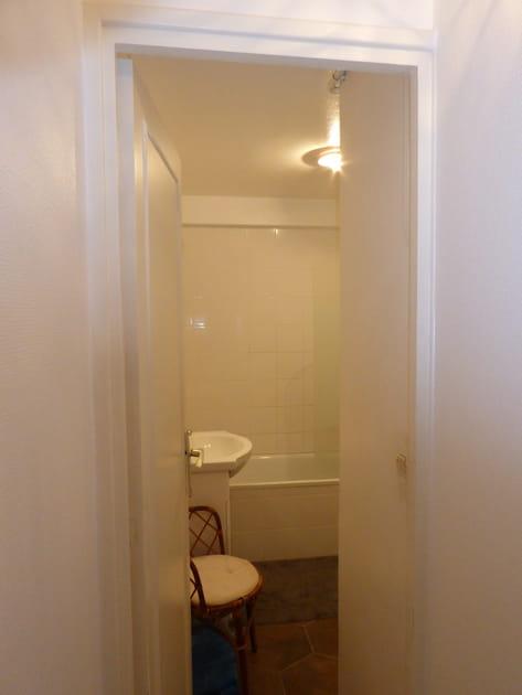 Avant: une salle de bains datée