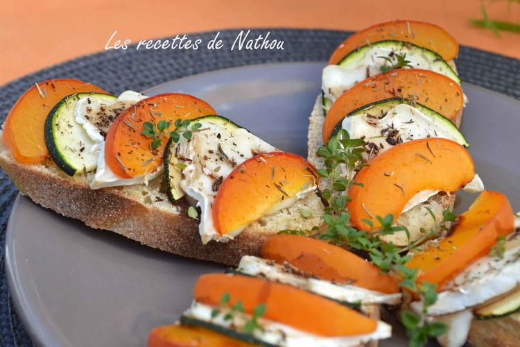 Crostini aux abricots, courgette et fromage de chèvre