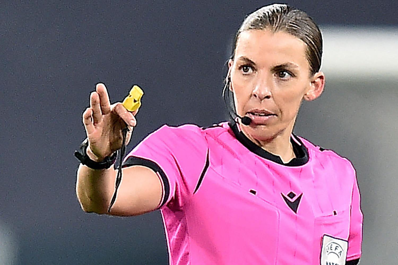 Stéphanie Frappart, femme de football et arbitre à l'Euro