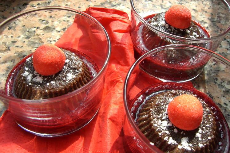 Fondant chocolat-noisette sur lit de fruits rouges
