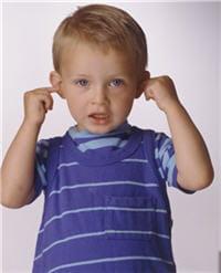 en cas d'otite séreuse, enfant entend moins bien.