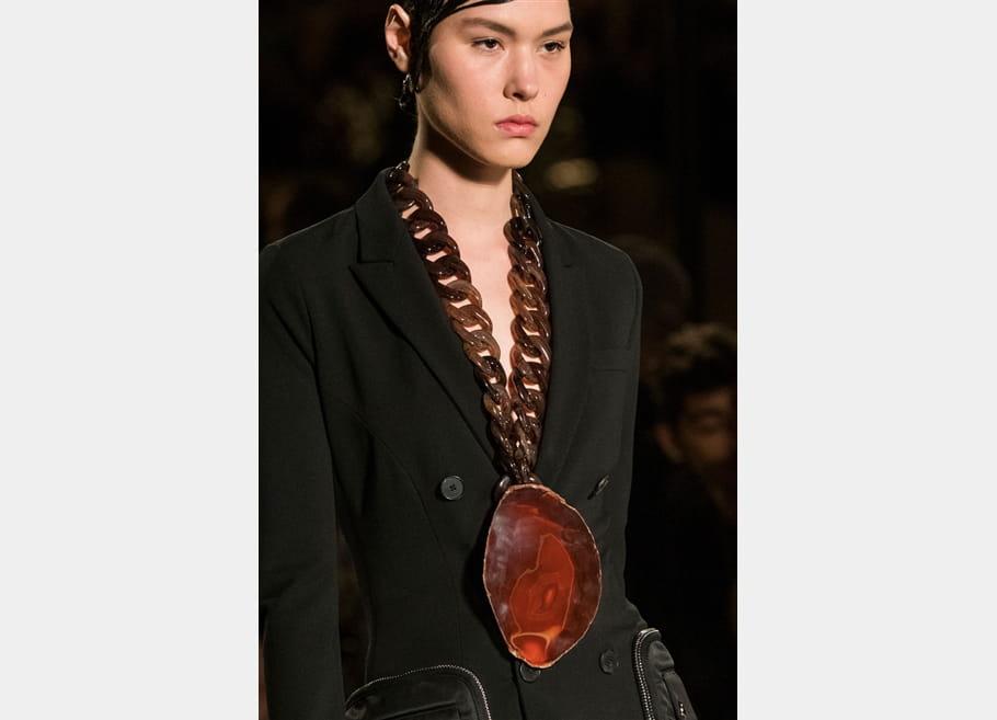 Givenchy (Close Up) - photo 11