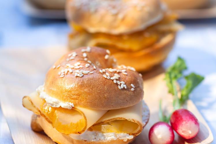Bagel au haddock fumé, crème acidulée citron-balsamique et Fol Epi