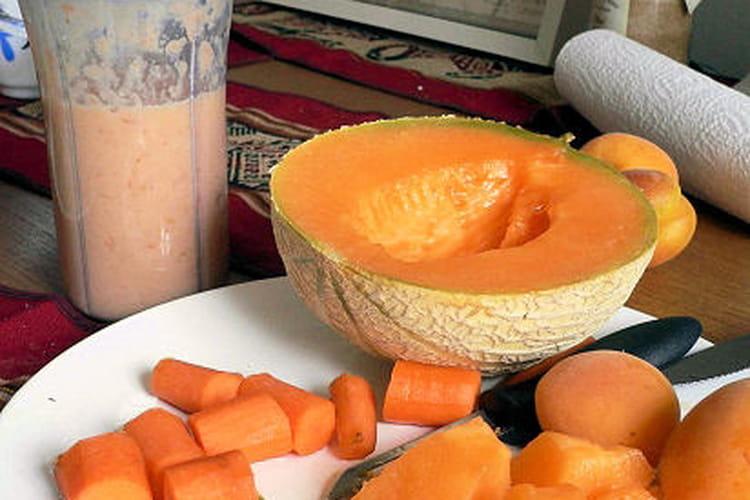 Smoothie d'été au melon, abricot et banane