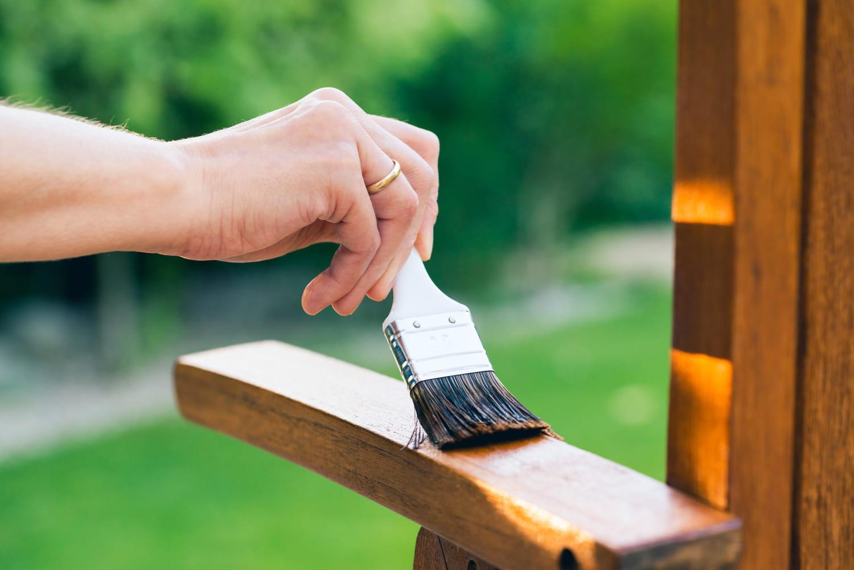 Comment bien entretenir et nettoyer le teck?