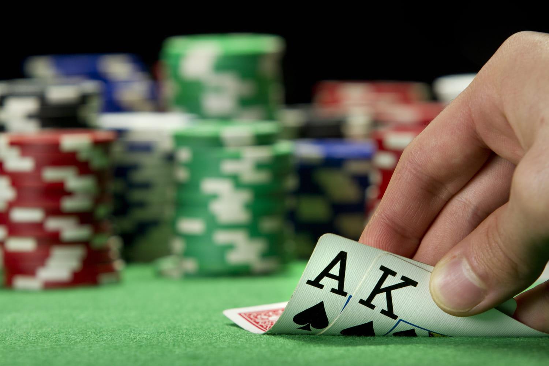 Addiction au jeu d'argent: en ligne, causes, solutions