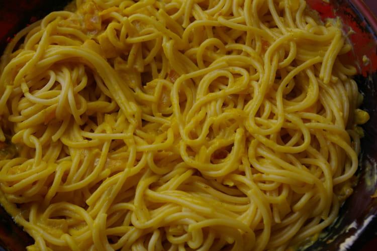 Spaghetti au curry et au safran