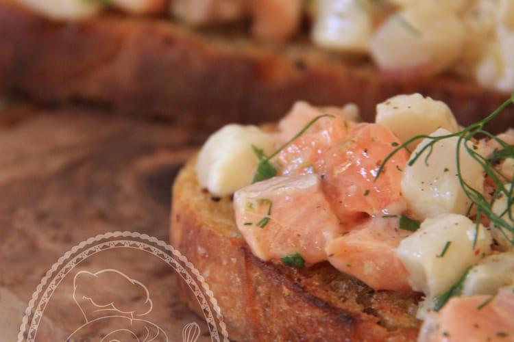 Tartine de tartare de saumon et St Jacques