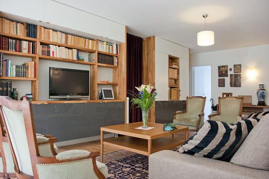 Salon moderne en bois élégant