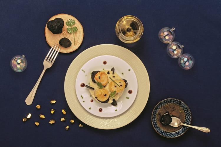 Noix de Saint-Jacques contisées à la truffe, mousseline de céleri et vinaigrette à la truffe