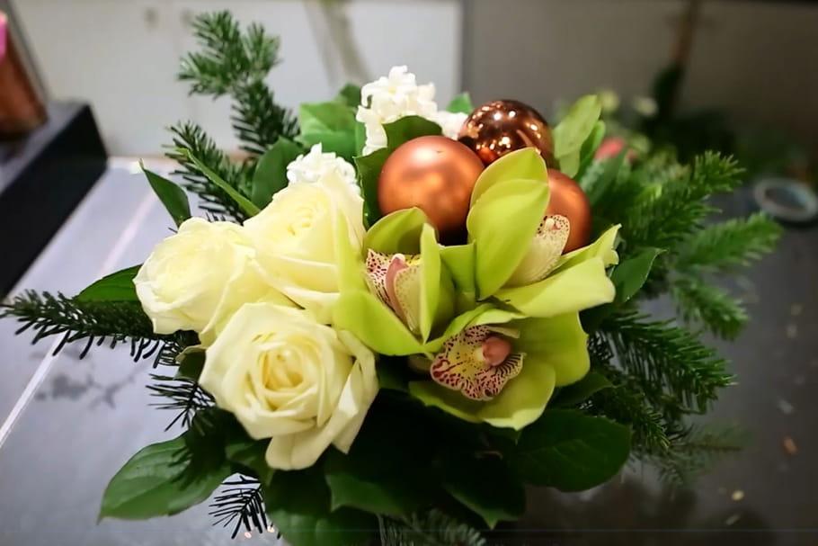 DIY : un bouquet de Noël blanc, vert et cuivré