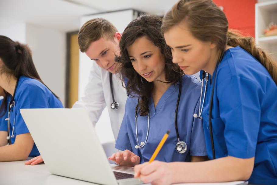 Burn-out, anxiété, mal-être des étudiants en santé: que prévoit le gouvernement?