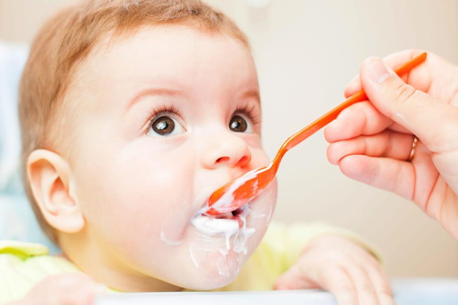 Alimentation de bébé, du lait jusqu'à la diversification