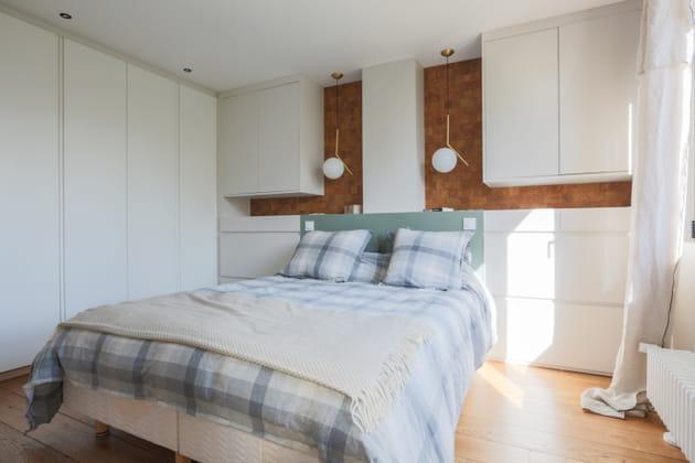 Chambre au linge de lit rayé