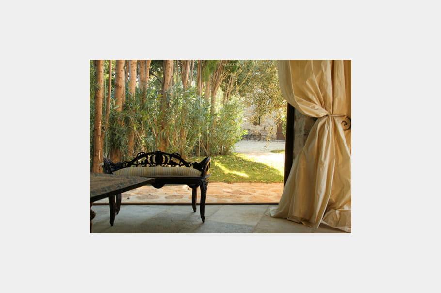 perspective sur le jardin le ch teau de cassis journal des femmes. Black Bedroom Furniture Sets. Home Design Ideas