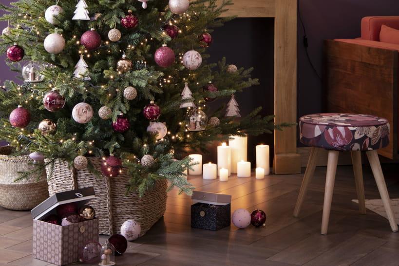 Comment décorer le pied de son sapin de Noël?