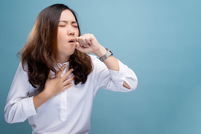 Corps étranger dans la gorge: symptômes, que faire pour l'enlever?