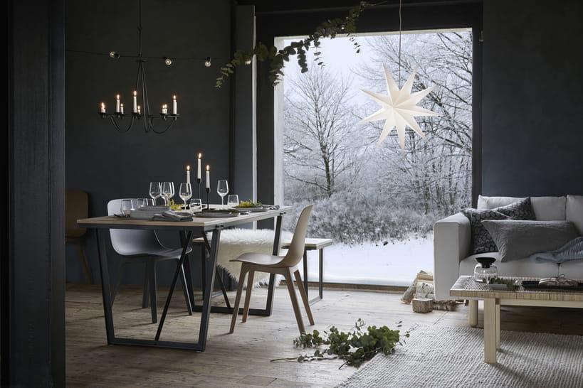 Ikea Dévoile Sa Déco De Noël Scandinave En Photos - Canapé convertible scandinave pour noël voir deco salon