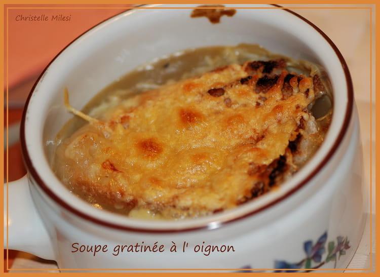 Recette De Soupe Gratinee A L Oignon Et Vin Blanc Sec La Recette
