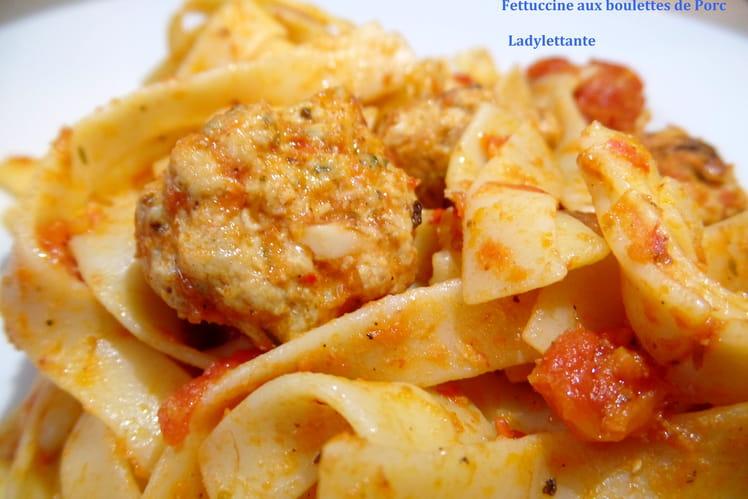 Tagliatelles à la tomate et boulettes de porc