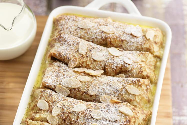 Gâteau de crêpes aux fruits, vanille et amandes