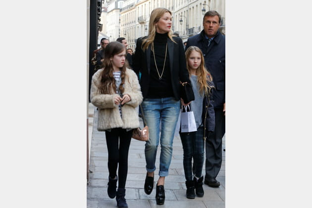 Kate Moss et son jean boyfriend délavé