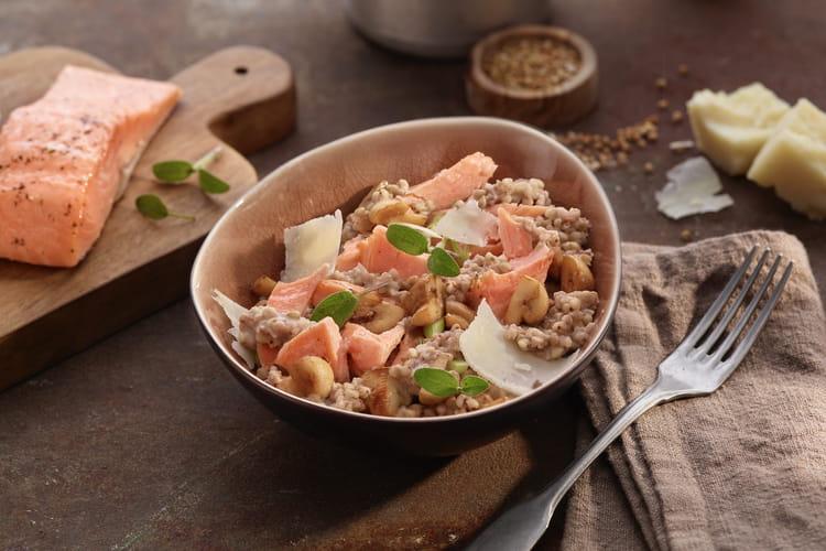 Saumon mi-cuit aux herbes  & risotto de sarrasin aux légumes de saison