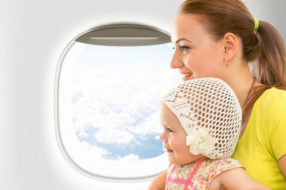 5 conseils pour voyager en avion avec un enfant