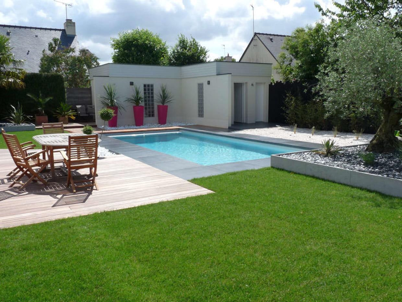 Avant-après : installation d\'une piscine dans un jardin design