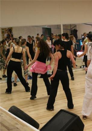 faire de l'aérobic tout en dansant sur des airs latinos : c'est le concept de la