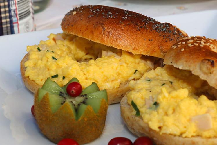Bagels gratinés aux oeufs et au jambon