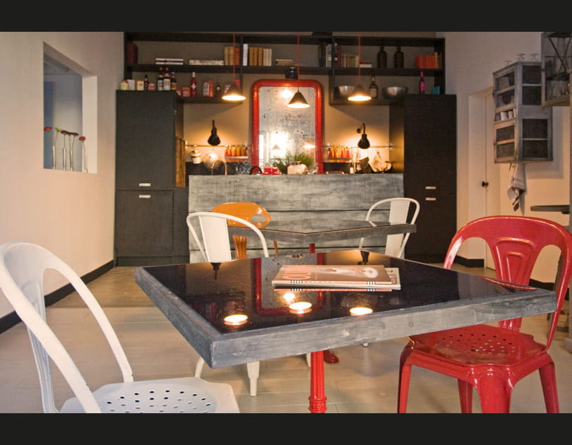 Du mobilier extérieur dans la salle à manger