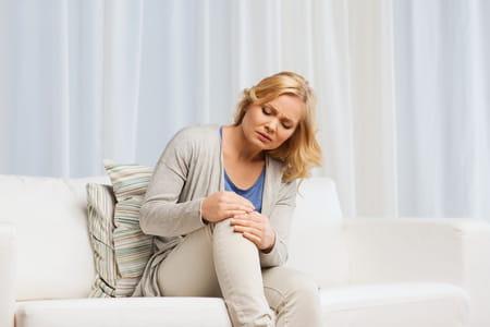 les fourmis dans les jambes peuvent être douloureuses pour certaines personnes.