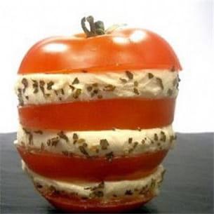 millefeuille de tomate à la mozzarella.