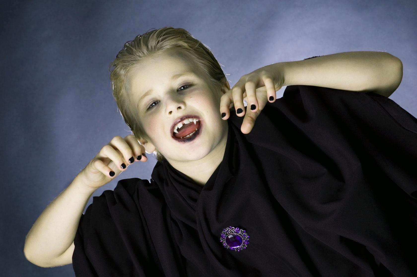 Comment maquiller mon enfant pour halloween - Omhullen een froid rouge ...