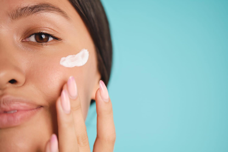 Crème anti-rides pour peau à imperfections: laquelle choisir et comment l'appliquer?